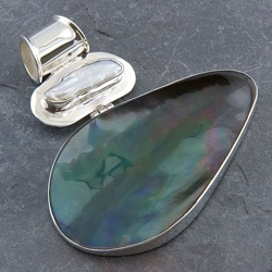Handmade Mabe Pearl, Mother of Pearl Silver Pendant (Indonesia)