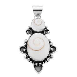 Handmade Shiva Shells Sterling Silver Pendant (Indonesia) - White