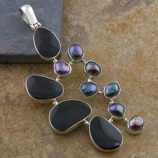 Handmade Silver Tahitian Pearls Black Bone Shells Pendant (Indonesia)