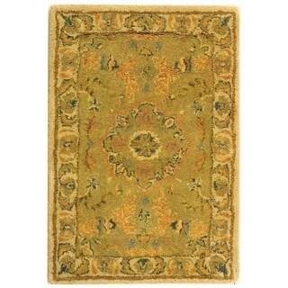 "Safavieh Handmade Antiquity Traditional Green / Ivory Wool Rug - 2'3"" x 4'"