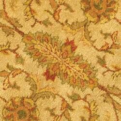 Safavieh Handmade Antiquities Kashan Ivory/ Beige Wool Rug (6' Round) - Thumbnail 1