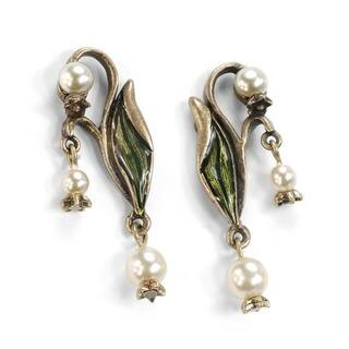 Sweet Romance 'Lily of the Valley' Art Nouveau Pearl Flower Dangle Earrings|https://ak1.ostkcdn.com/images/products/3169351/P11290440.jpg?impolicy=medium