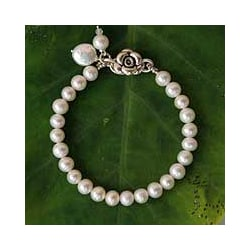 Handmade Pearl Ode to Friendship Freshwater Pendant Style Bracelet (Thailand)