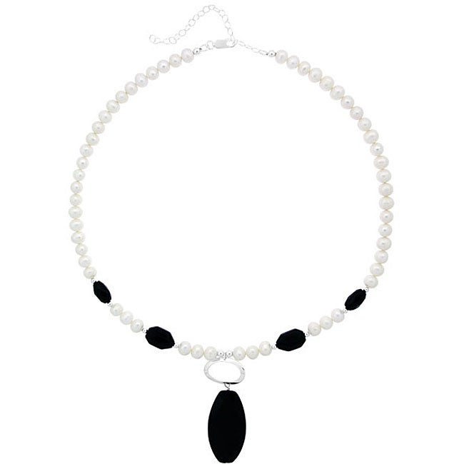 Glitzy Rocks Sterling Silver Freshwater Pearl and Onyx Necklace (6.5-7 mm)