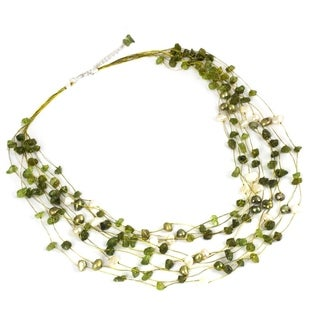 Handcrafted Brass Peridot and Pearl Cool Shower Elegant Beaded Necklace (5 mm) (Thailand)