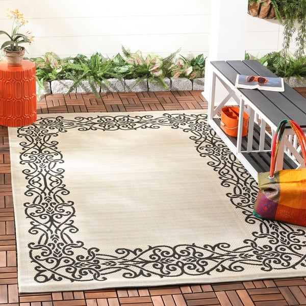 Safavieh Ocean Sand/ Black Indoor/ Outdoor Rug - 8' x 11'