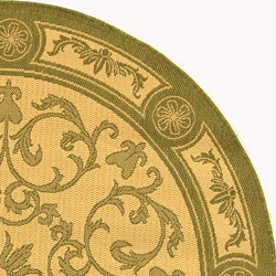 Safavieh Beaches Scrollwork Natural/ Olive Green Indoor/ Outdoor Rug (6'7 Round) - Thumbnail 2