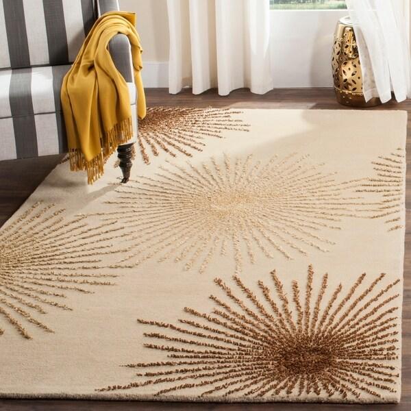 Safavieh Handmade Soho Burst Beige New Zealand Wool Rug - 5' x 8'
