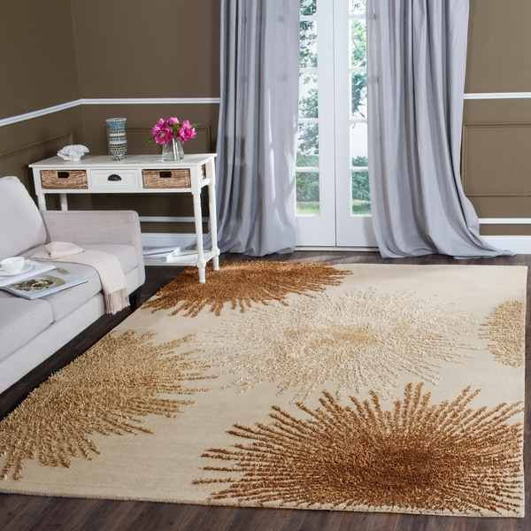 Safavieh Handmade Soho Burst Beige New Zealand Wool Rug - 7'6 x 9'6