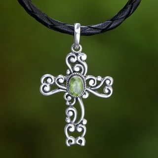 Handmade Sterling Silver 'Balinese Cross' Peridot Necklace (Indonesia)