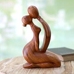 Handmade Wood 'The Kiss' Statuette (Indonesia)