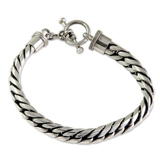 Handmade Everday Choices Elegant Classic 925 Sterling Silver Herringbone with Toggle Closure Womens Bracelet (Indonesia)