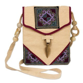 "Handmade Hemp 'Miracle Red' Shoulder Bag (Thailand) - 7'6"" x 9'6"""