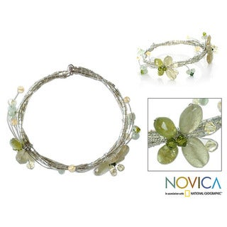 Handmade Quartzite and Peridot 'Butterfly Bloom' Bracelet (Thailand)