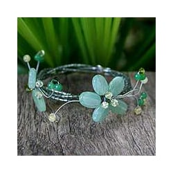 Handmade Quartzite and Peridot 'Butterfly Bloom' Bracelet (Thailand)