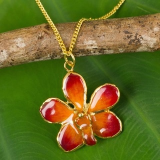 Handmade Goldplated Natural Orchid 'Orchid Star' Necklace (Thailand)