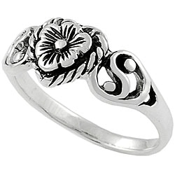 Journee Collection Sterling Silver Heart and Flower Ring