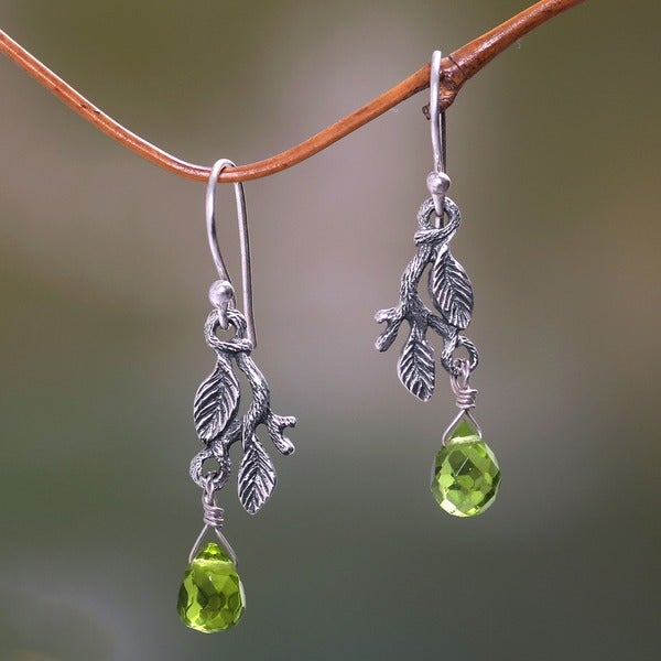 Rainforest Handmade Women's Clothing Accessory Sterling Silver Green Glass Crystal Jewelry Drop Dangle Earrings (Indonesia)