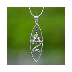 Peace For The World Handmade Women's Clothing Accessory Sterling Silver Heart Moonstone Gemstone Jewelry Necklace (Indonesia)
