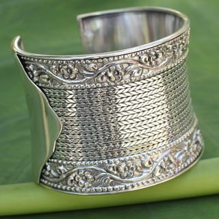Jasmine Beauty Flat Chain Rows Floral Relief Edges Highly Polished End Caps 925 Sterling Silver Womens Cuff Bracelet (Thailand)