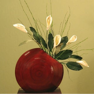 Cala Lillies in Circle Bamboo Vase (Option: Cala Lillies in Circle Bamboo Vase Mahogany Red)