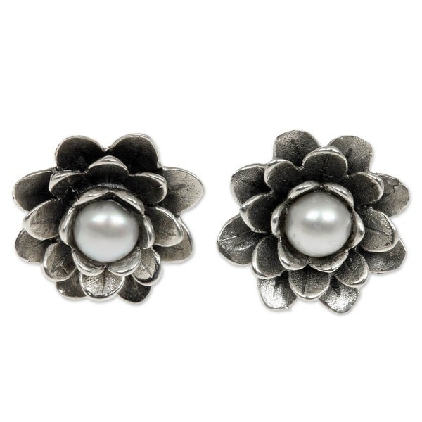 White Eyed Lotus Elegant White Freshwater Pearls with Flower Setting of 925 Sterling Silver Stud Earrings (Indonesia)