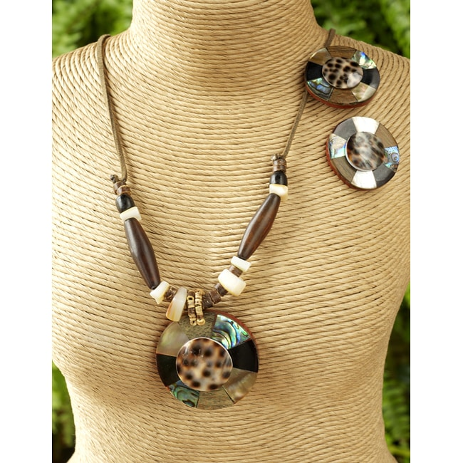 Handmade Shell and Wood 'Circle Cowrie' 3-piece Jewelry Set (Philippines)