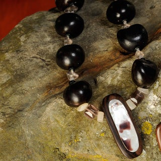 Handmade 'Seeds and Ironwood' 3-piece Jewelry Set (Philippines)