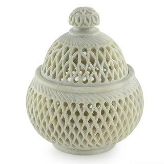Handmade Soapstone 'Lattice Lace' Medium Jar (India)