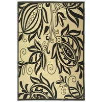 "Safavieh Andros Sand/ Black Indoor/ Outdoor Rug - 5'3"" x 7'7"""