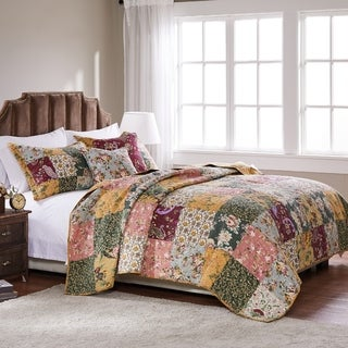 Link to Greenland Home Antique Chic 5-piece Oversized Cotton Quilt Set Similar Items in Quilts & Coverlets