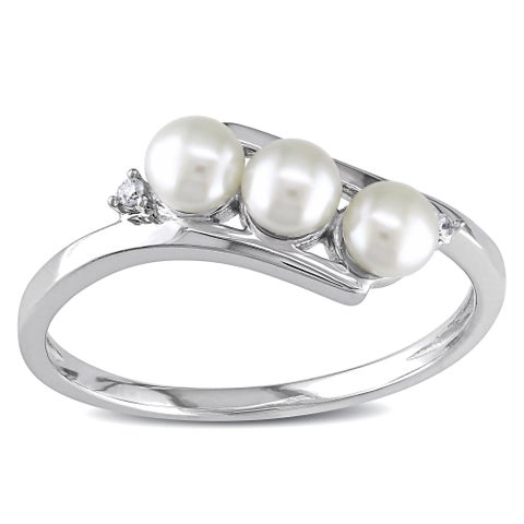Miadora 10k White Gold Cultured Freshwater Pearl and Diamond Accent Ring (3 mm)
