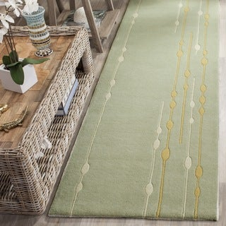Safavieh Handmade Soho Vines Mint Green N. Z. Wool Runner (2'6 x 12')