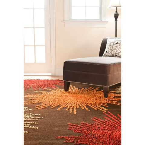 Safavieh Handmade Soho Burst Brown New Zealand Wool Rug - 6' x 9'