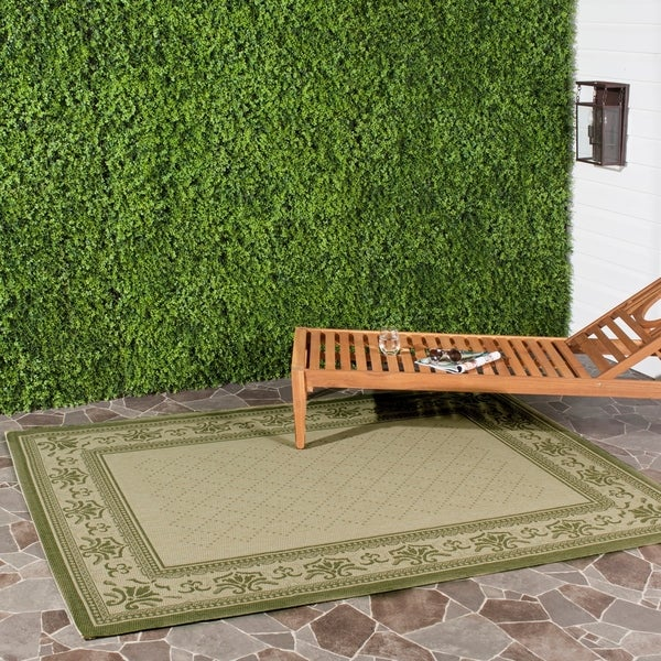 Safavieh Royal Natural/ Olive Green Indoor/ Outdoor Rug - 5'3 x 7'7