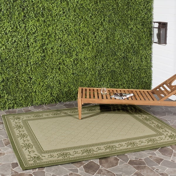 Safavieh Royal Natural/ Olive Green Indoor/ Outdoor Rug (6'7 x 9'6)