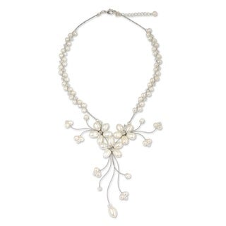 Handmade Pearl and Glass 'White Pearl Bouquet' Necklace (4-8 mm) (Thailand)