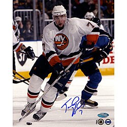 Trent Hunter Islanders vs. Thrashers 8x10 Photograph