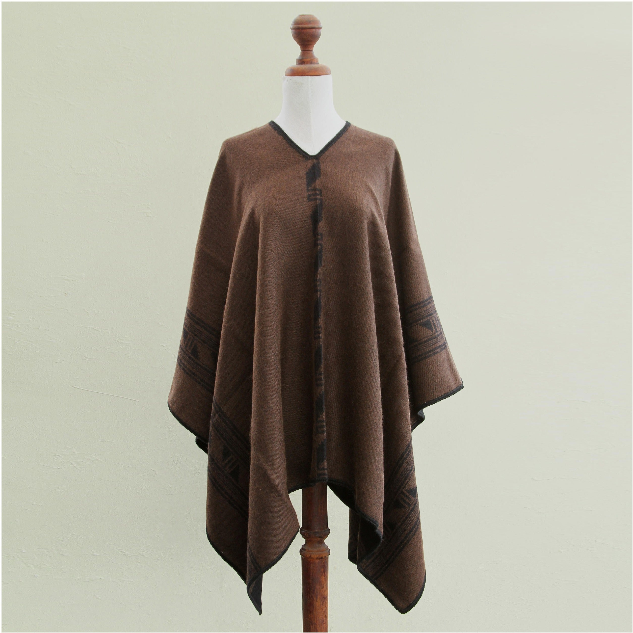 INTI ALPACA Black Alpaca Poncho for Women Knitted Cape with Alpaca Wool