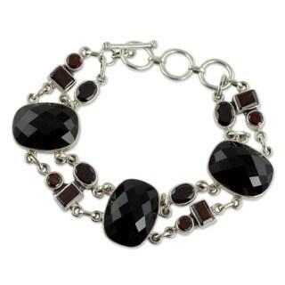 Handmade Sterling Silver Onyx/ Garnet Exotic Drama Bracelet (India)