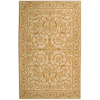 Safavieh Hand-hooked Iron Gate Ivory/ Gold Wool Rug - 3'9 x 5'9
