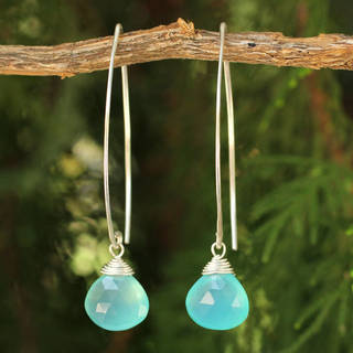 Handmade Sterling Silver Chalcedony Sublime Ocean Blue Dangling Style Earrings (Thailand)