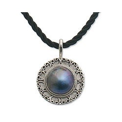 Silver 'Blue Indonesian Moon' Mabe Pearl Necklace (Indonesia)