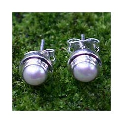 White Moon Handmade Vintage Fashion Women's Clothing Accessory Sterling Silver Classic Pearl Jewelry Stud Earrings (Indonesia)