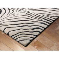 Liora Manne Safari Zebra Black Wool Rug (5' x 8') - 5' x 8'