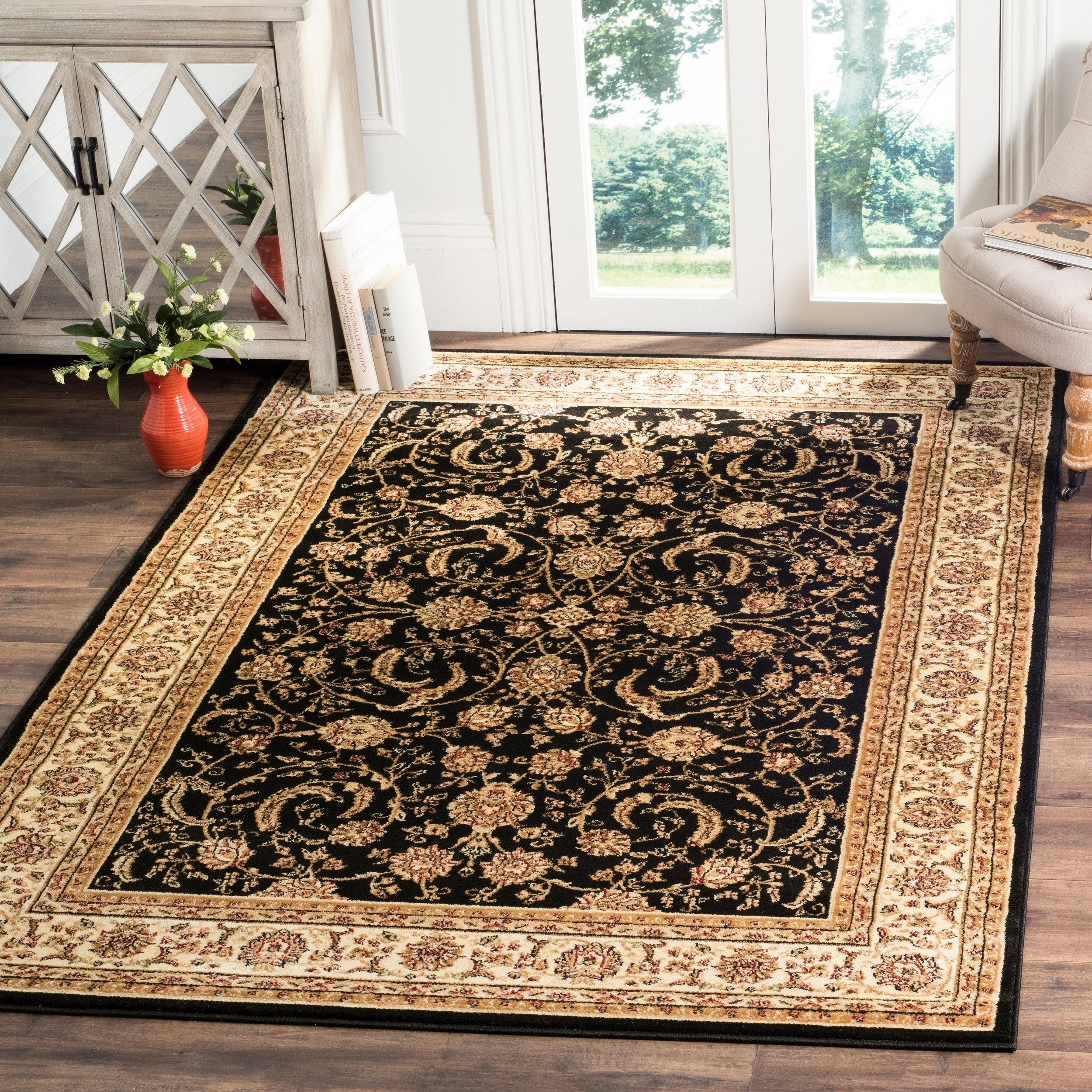 Oriental Rugs Out Of Style: Safavieh Lyndhurst Traditional Oriental Black/ Ivory Rug