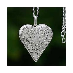 Loving Heart Handmade Gossamer Pendant Jewelry Romantic Lacy Filigree Silver Locket Keepsake Women's Gift Necklace (Peru)