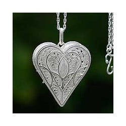 Handmade Loving Heart Gossamer Pendant Jewelry Romantic Lacy Filigree Silver Locket Keepsake Women's (Peru)
