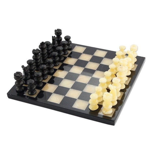 Onyx and Marble 'Victory' Chess Set (Mexico)