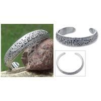 Handmade Sterling Silver Victory Floral Design Glittering Cuff Bracelet (Thailand)